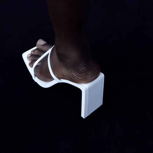 Zara minimalist strappy leather heeled sandals